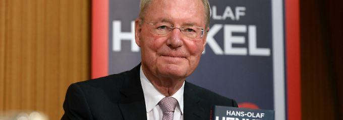"""Henkel stellt sein Buch """"Die Euro-Lügner"""" im Haus der Bundespressekonferenz vor."""