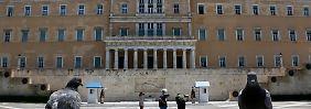 Das Parlament in Athen muss noch einer Maßnahme zustimmen, bevor neues Geld fließt.
