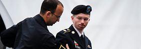 Manning erscheint stets in seiner Paradeuniform vor Gericht.