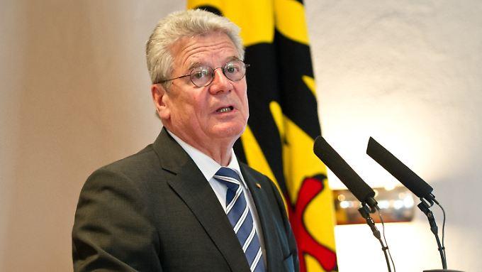 Bundespräsident Gauck mahnt, es nicht zu übertreiben mit der Kontrolle.