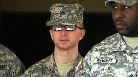 Im Jahr 2011 wird Manning bereits angehört - das Gesicht blass, der Blick unschuldig.