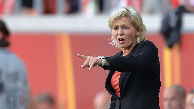 Da half auch alles Gestikulieren seitens der Bundestrainerin nichts: Im Vergleich zu früheren Europameisterschaften - die letzten sechs gewann Deutschland immerhin in Folge - spielte die junge Mannschaft bis dato ein desolates Turnier.