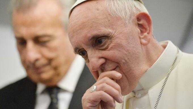 Homosexuelle Menschen dürfen nicht ausgegrenzt werden, sagt Papst Franziskus.