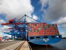 Containerterminal im Hamburger Hafen.
