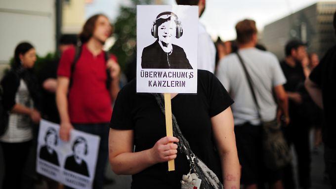 Die Proteste gegen Überwachung - hier Ende Juli in Berlin - richten sich auch gegen die Kanzlerin.