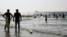 Rettungsschwimmer am Strand zwischen Rantum und Hörnum - Baden geht immer.
