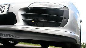 Dicke Lippe: In ausgefahrenen Zustand erzeugt der Bug-Spoiler Abtrieb ....