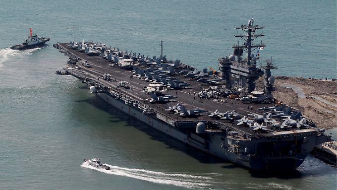 """Bereit zum Einsatz: Der Flugzeugträger """"Nimitz"""" ist aus dem Arabischen Meer zum Roten Meer vorgerückt, um möglichst nah zur syrischen Grenze zu sein."""