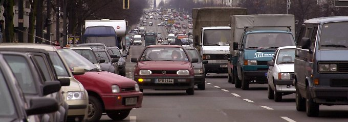 Wer kennt das nicht?: Viele Autos, wenig Parkplätze.
