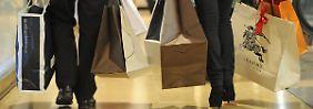 Die Konsumlaune steigt erstmals seit Jahresbeginn nicht - bleibt aber hoch.