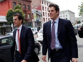 Cameron (l) und Tyler Winklevoss sind große Fans der digitalen Währung, haben aber keine Ahnung von Vermögensverwaltung.