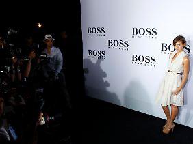 Hüllen für die Körper der Reichen, Schönen und Berühmten: Jessica Alba dürfte man auch in China erkennen.
