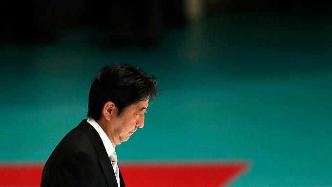 Shinzo Abes Plan scheint aufzugehen: Mit ultralockerer Geldpolitik versucht er, die Wirtschaft des Landes in Schwung zu bringen.