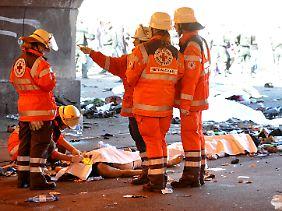 Rettungssanitäter am Unglücksort.