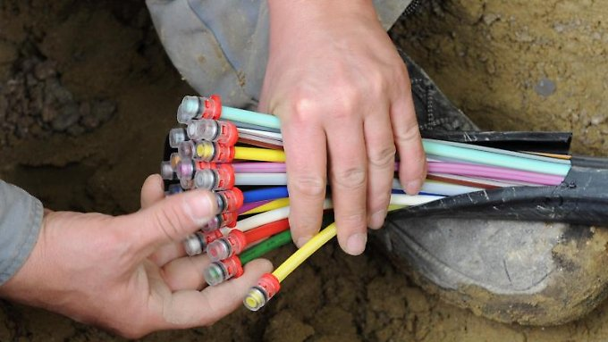 Kabel, die große Datenmengen transportieren können, gibt es bisher fast nur in deutschen Städten.