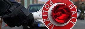 Wer dem Haltezeichen der Polizei nicht folgt, muss künftig 70 statt nur 50 Euro zahlen.