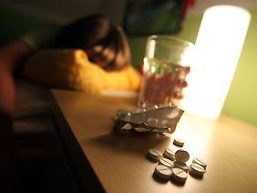 Frauen bevorzugen sanfte Suizidmethoden, wie die Übermedikamentisierung.