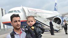 Vorerst sicher vor Diktator und Rebellen: Syrische Flüchtlinge landen in Hannover