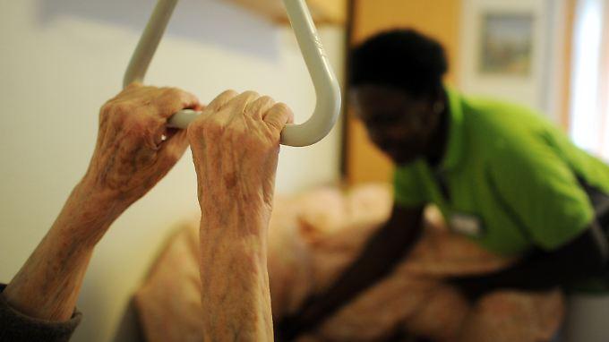 Der Ruf nach ausländischen Fachkräften wird in der Pflege immer lauter.