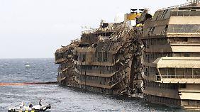 """Schäden werden sichtbar: """"Costa Concordia"""" steht wieder aufrecht"""