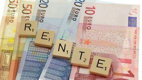 Sofortrenten können Rentenlücken schließen. Wer nicht regelmäßig Geld braucht, parkt sein Vermögen besser woanders.
