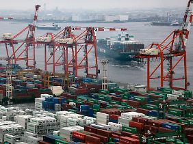 Blick auf Tokioter Hafen.