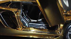 Die Sitze sowie die Scheinwerfer sind mit 700 Diamanten verziert.
