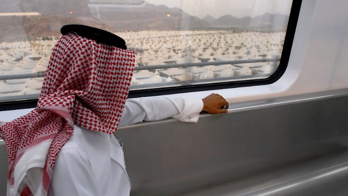Eine Fahrt mit der Mekka Metro, die 2010 ihren Betrieb aufgenommen hat. Die Schnellbahn verbindet bereits die Städte Mekka und Medina.