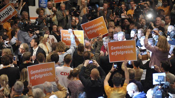 Angela Merkel wird von ihren Anhängern gefeiert.