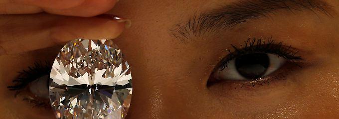 Wer mit seinem Geld nicht im Wealth-Report der Allianz auftauchen will, muss Diamanten kaufen. Oder alte Autos. Oder spenden.