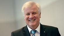 Merkels Spielraum immer kleiner: Seehofer verspricht: Keine Steuererhöhungen