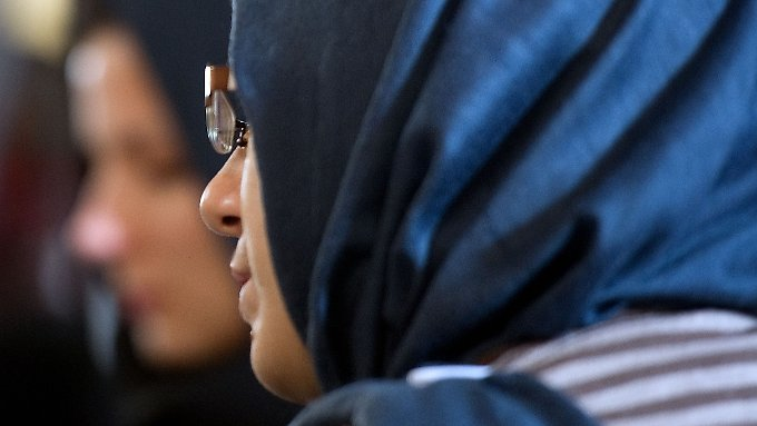 In der Türkei dürfen Frauen im Staatsdienst künftig Kopftuch tragen.