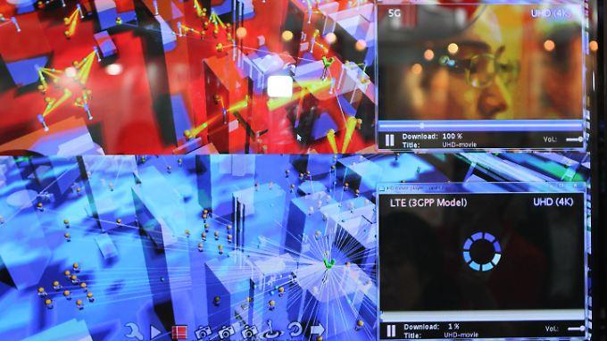 Der Vergleich - oben ein Video in UltraHD, dass über 5G bereits komplett geladen ist, während LTE unten erst 1 Prozent geladen hat.