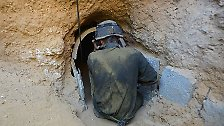 """Durch Luftschläge ist den unterirdischen Anlagen nicht beizukommen, weshalb die Soldaten das """"zweite Gaza"""" zu Fuß stürmen müssen."""