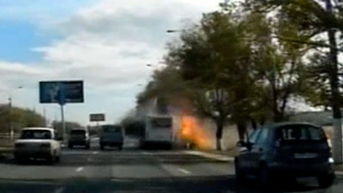 Diese Aufnahme vom Zeitpunkt der Explosion machte ein Autofahrer mit seiner Pkw-Kamera; diese sind in Russland weit verbreitet.