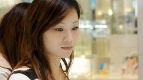 Nach dem japanischen Schönheitsideal sollten vor allem Frauen eine Haut so weiß wie Porzellan haben.