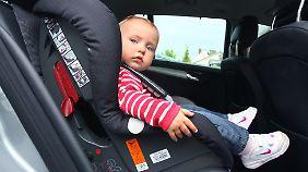 Mängel mit fatalen Folgen: Jeder vierte Kindersitz fällt im ADAC-Test durch