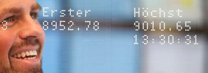 Ein Bild für die deutsche Wirtschaftsgeschichte: Zum ersten Mal steigt der Dax über 9000 Punkte.