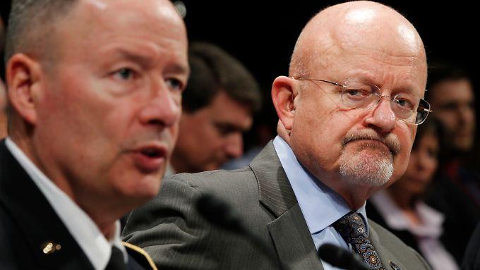 NSA-Chef Alexander (l.) und Clapper lassen die Vorwürfe der Europäer nicht auf sich sitzen.