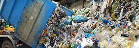 3,5 Millionen Tonnen Abfall täglich:                               Der Müll wächst uns über den Kopf