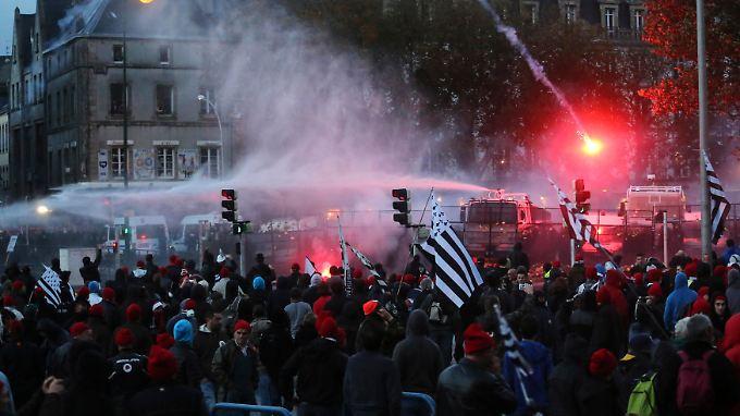 30.000 Menschen haben in Quimper demonstriert.