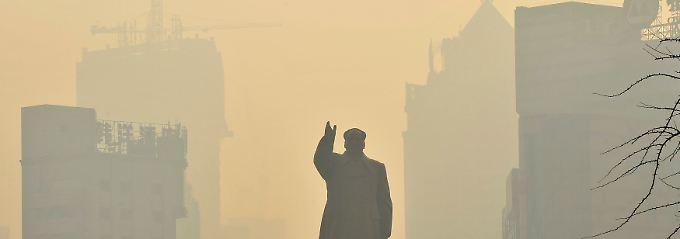 Chinas Millionenstädte ersticken im Smog: Mao-Statue in Shenyang.