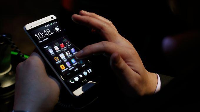 HTC One: Das Flaggschiff des taiwanesischen Konzerns schnitt bei Tests sehr gut ab, die Kunden greifen aber weiter lieber zu den Galaxy- und iPhone-Modellen der Konkurrenz.