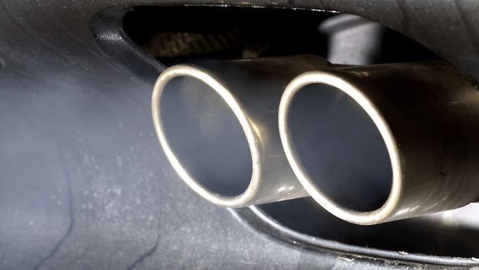 """Laut BMW-Chef Reithofer steht die Autoindustrie """"vor einem zweifachen Scheideweg""""."""