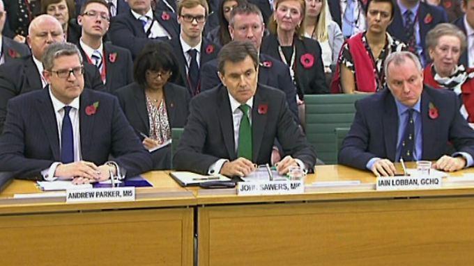 MI5-Chef Andrew Parker, MI6-Chef John Sawers und GCHQ-Chef Iain Lobban (v.l.) stehen den Fragen des Ausschusses Rede und Antwort.