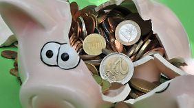 """""""Prozess der kalten Enteignung"""": Was Experten nach der Zinssenkung empfehlen"""