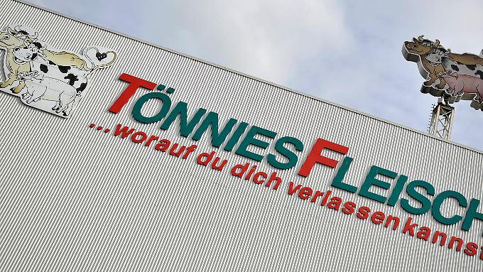 Schlachten, zerlegen und verarbeiten von Schweinen, Sauen und Rindern ist seit 1971 das Geschäft von Tönnies Fleisch.