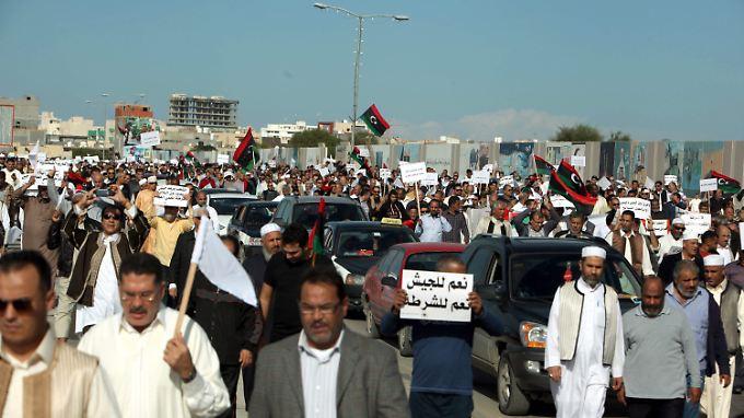 Ein Anführer der Milizionäre sagte, die Demonstranten hätten zuerst geschossen.