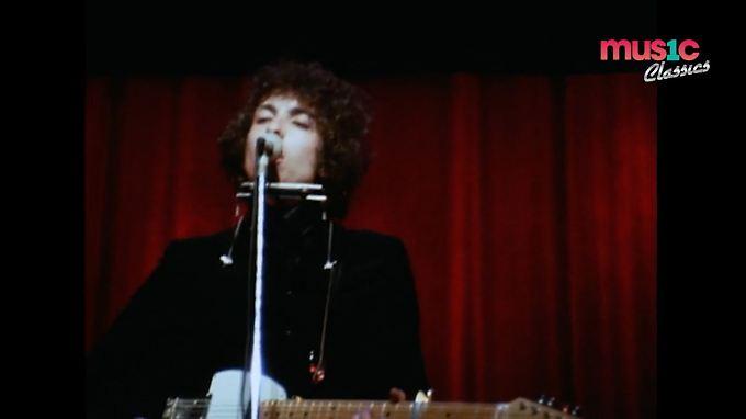 Dylan tritt auch selbst in seinem Video auf: in einer Aufnahme aus den 60ern.