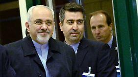 Irans Außenminister Zarif trifft im Tagungszentrum in Genf ein.